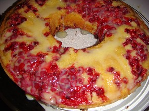 Redcurrant cake with white chocolate icing